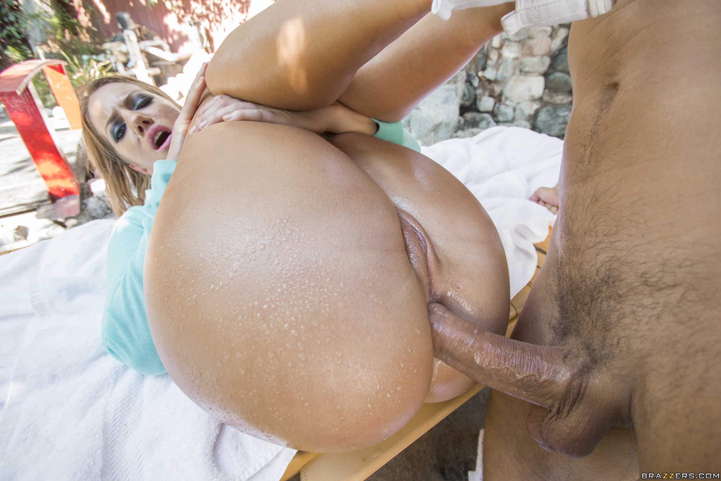 pornstar Candice Dare - coger por el culazo al aire libre