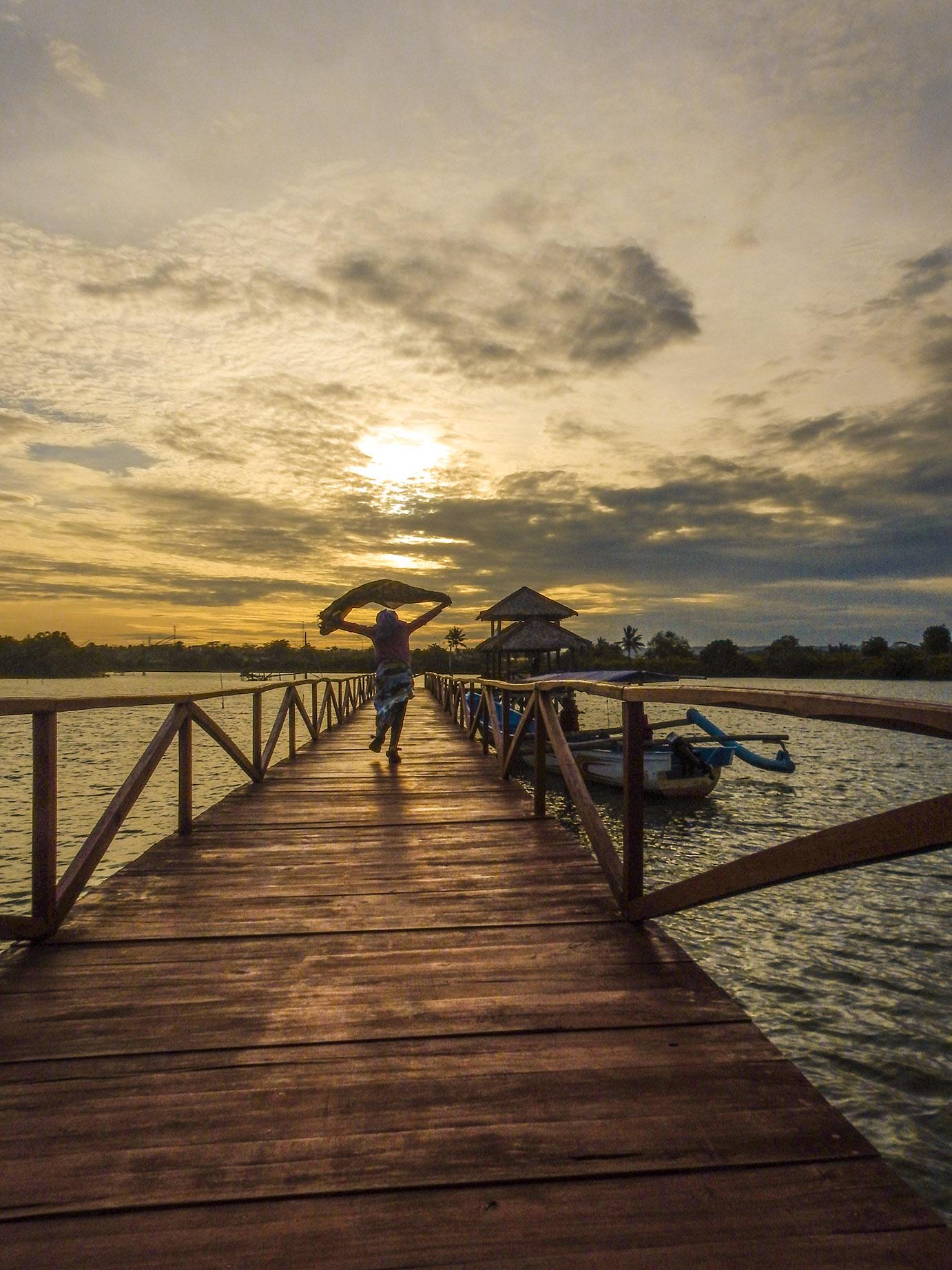 foto sri fahmi faila mangrove bridge