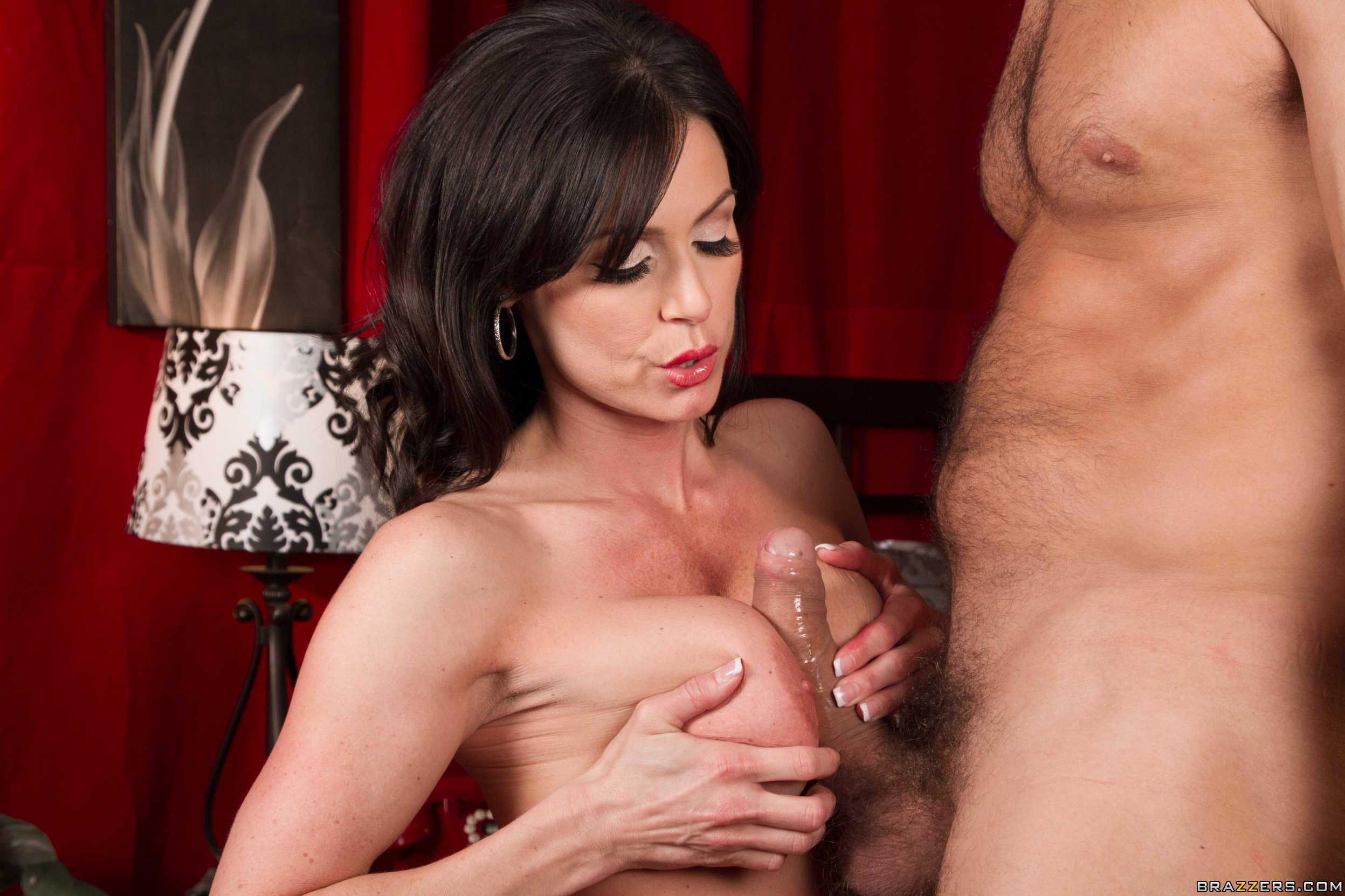 Cachondeando y disfrutando de una pelicula porno - 1 part 10