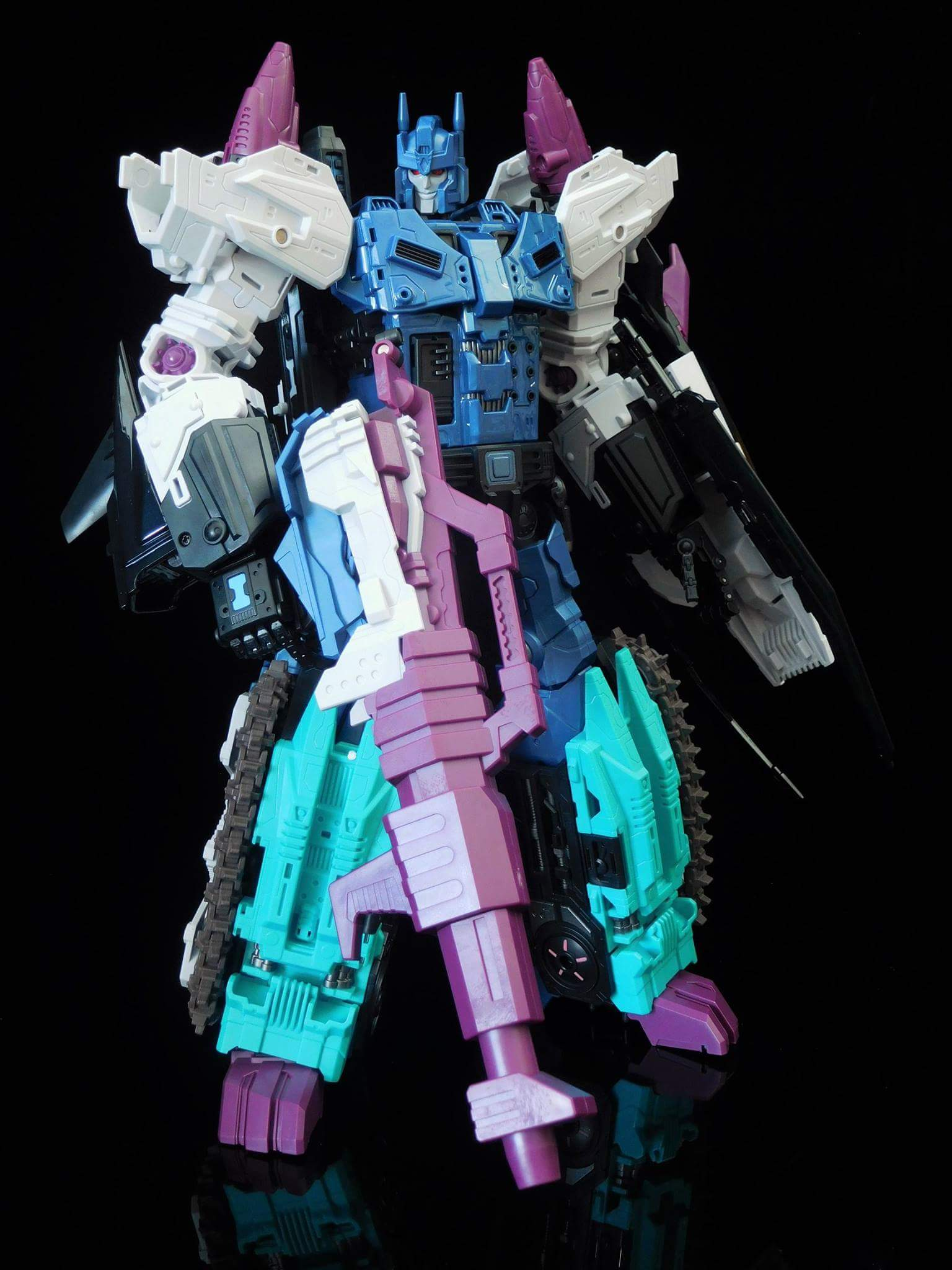 [Mastermind Creations] Produit Tiers - R-17 Carnifex - aka Overlord (TF Masterforce) - Page 3 UHGGcVcK