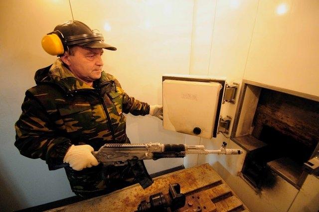 ¿Como se Fabrica la Ametralladora kalashnikov?