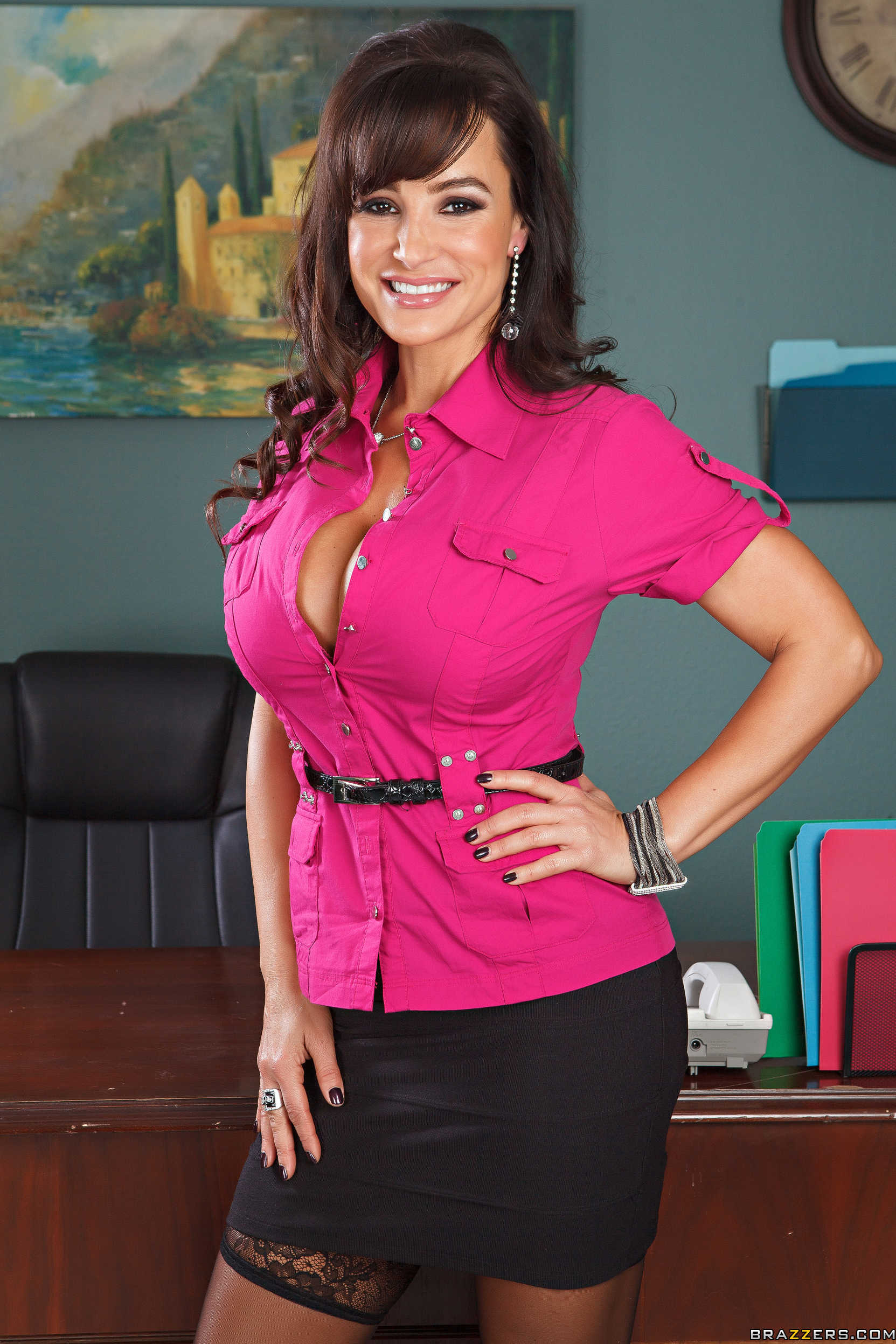 MILF babe with big tits Lisa Ann strips and spreads her cunt  2187253