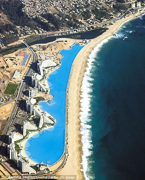 La piscina m s grande del mundo algarrobo chile subdivx for Donde esta la piscina del diablo