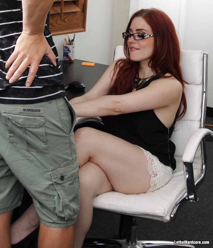 Jessica Ryan - el arte de follar a la milf pelirroja