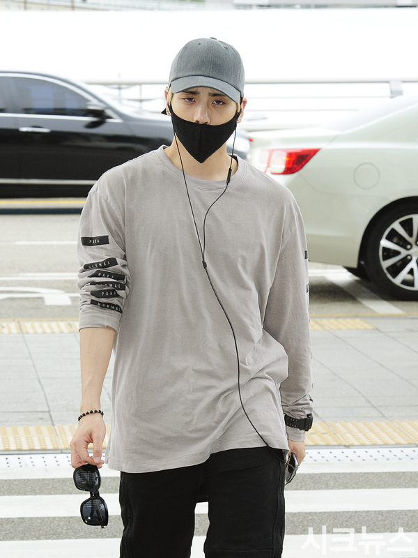 [IMG/160715] Jonghyun, Key @ Aeropuerto Incheon hacia Japón. MMEEo4Sk