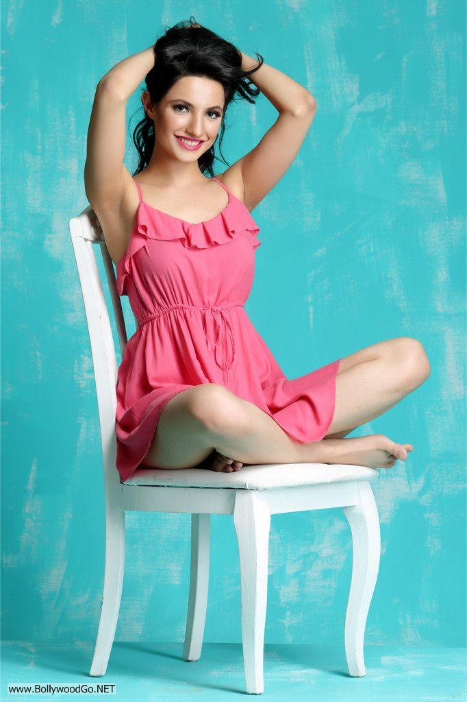 Actress and Model Lekhika Sizzles in Portfolio Photoshoot AcfHTco2