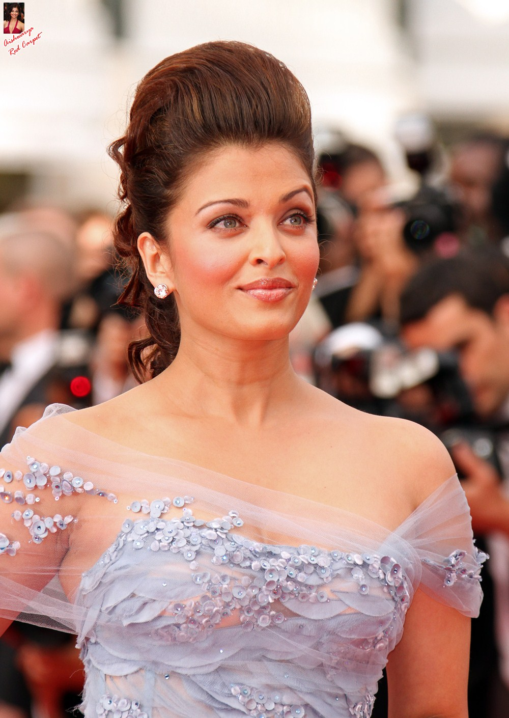 Aishwarya on Red Carpet - Page 2 AbcWsLHn