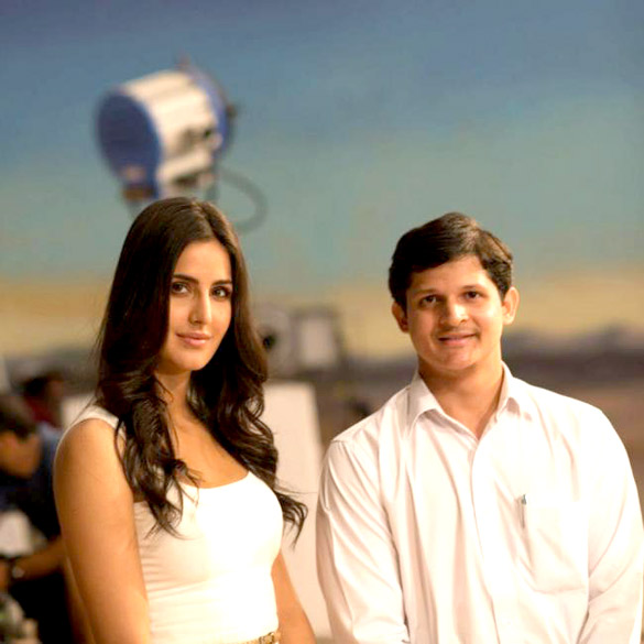 Katrina Kaif spotted with the winners of the 'Meet Katrina' contest Adh2GXVq