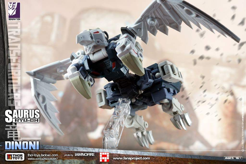 [FansProject] Produit Tiers - Jouet Saurus Ryu-oh aka Dinoking (Victory) | Monstructor (USA) - Page 2 SMHdgLob