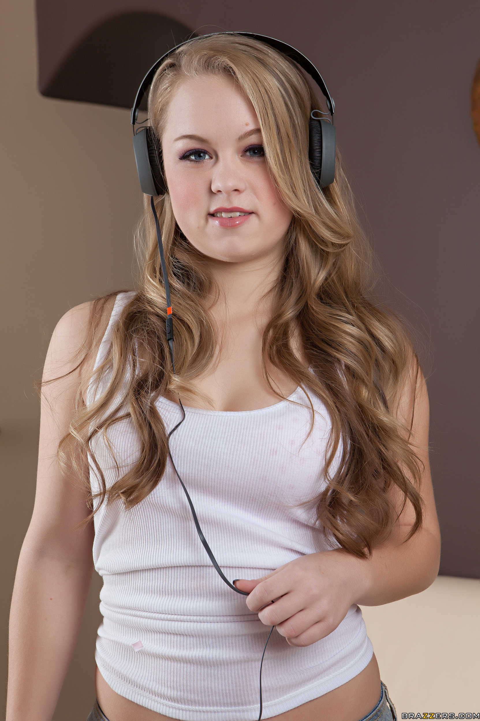Madison Chandler - la jovencita muestra su rica conchita