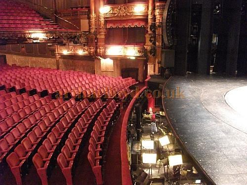 how to say theater in uk