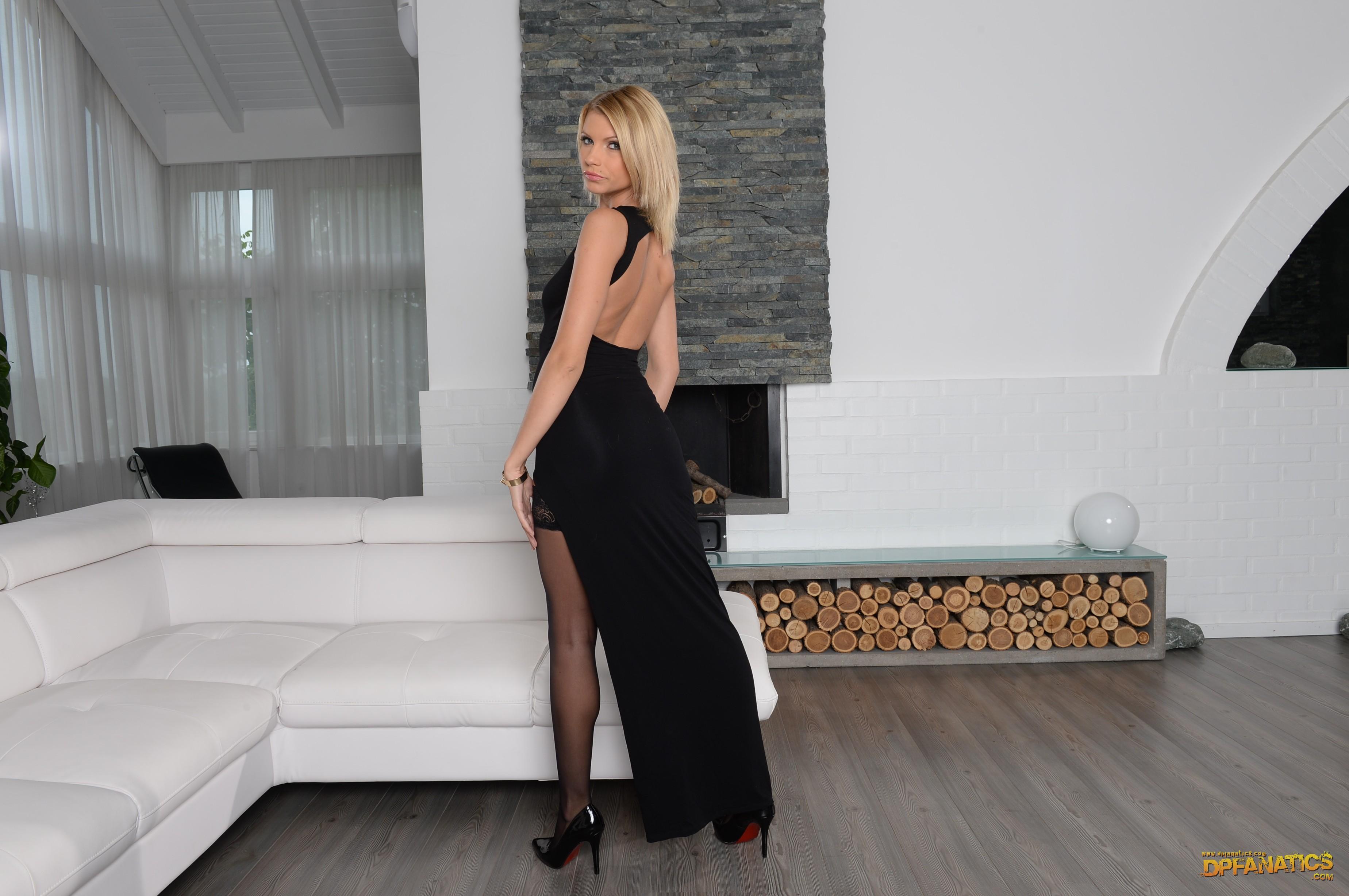 Karina Grand - el arte de la penetración doble