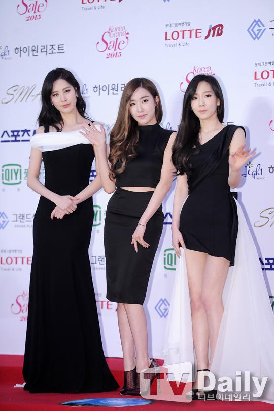 """[150122] Girls' Generation - TTS — Alfombra Roja de """"24° Premios de Música de Seúl"""" UBXAqAeX"""