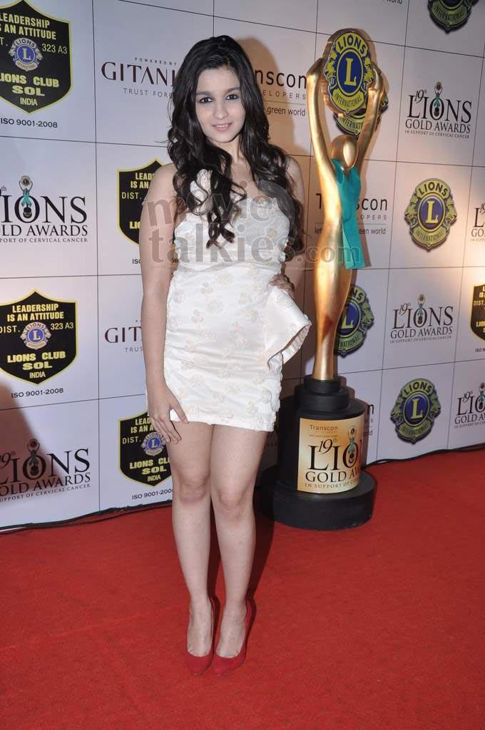 ALIA BHATT AT LIONS GOLD AWARDS 2013 AdmSn0zt
