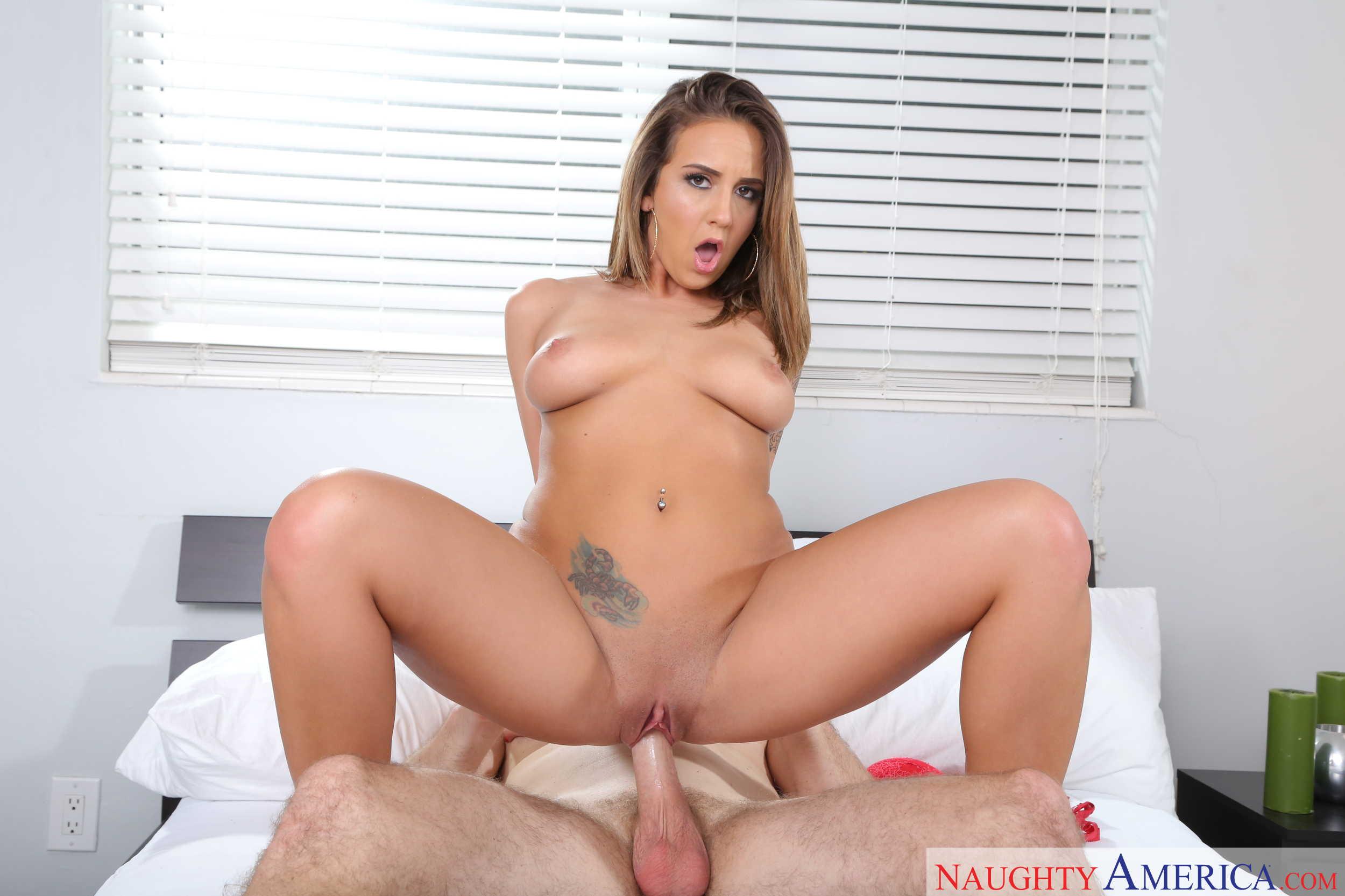 Layla London chupa y coge por su conchita