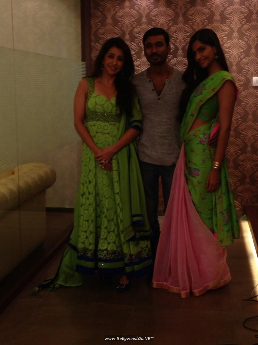 Sonam Kapoor in Anupama Dayal with Dhanush AdneSbP3