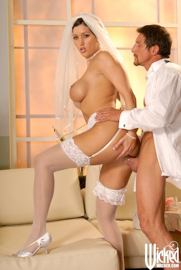 image Marido y mujer usando una niña