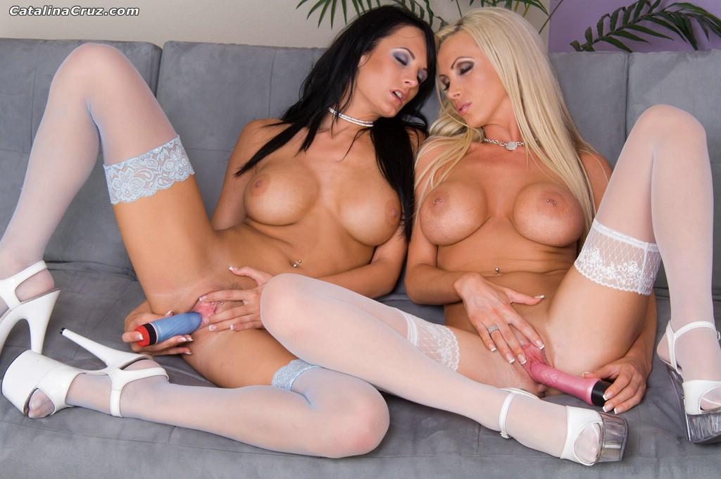Alektra Blue y Nikki Benz - azul contra rosa