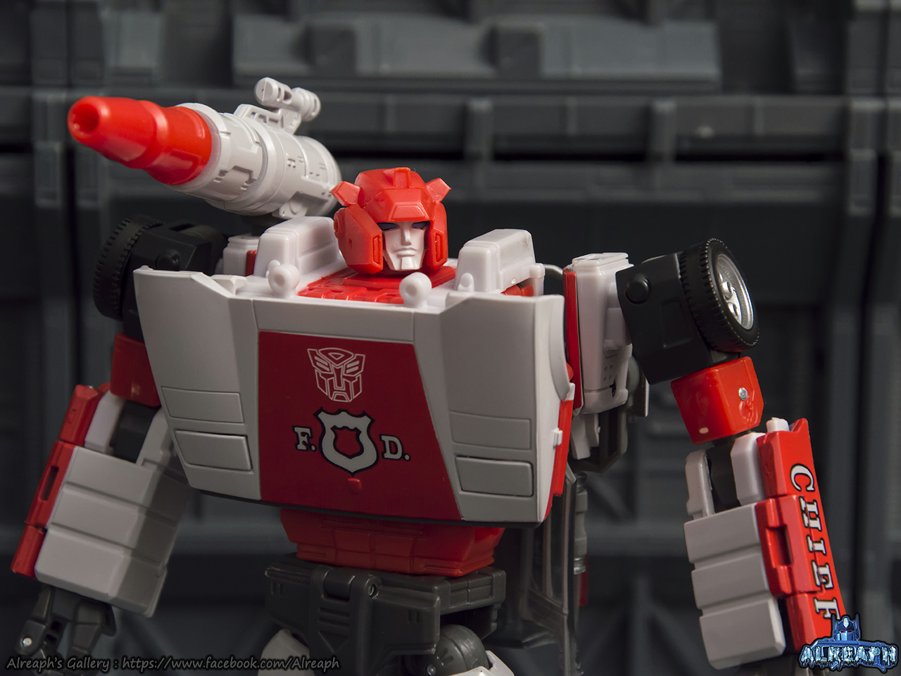[Masterpiece] MP-14 Red Alert/Feu d'Alerte - Page 2 EeirVTHM