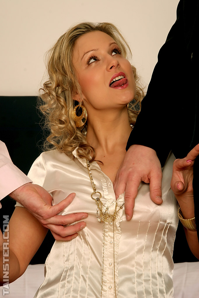 Samantha Jolie - dos vergas para la checa rubia