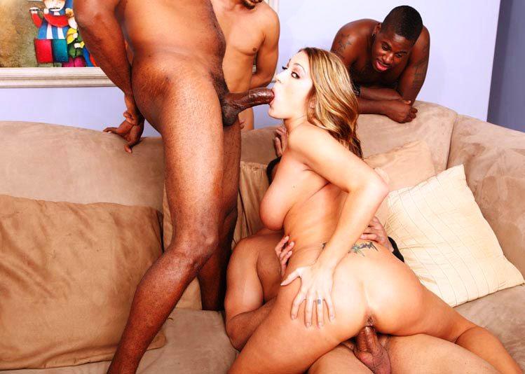порно блондинку трахают четверо парней онлайн