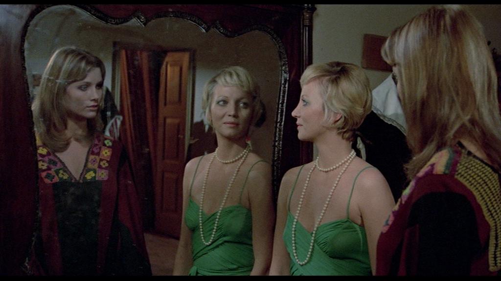 L'assassino ha riservato nove poltrone (1974) Camera ...