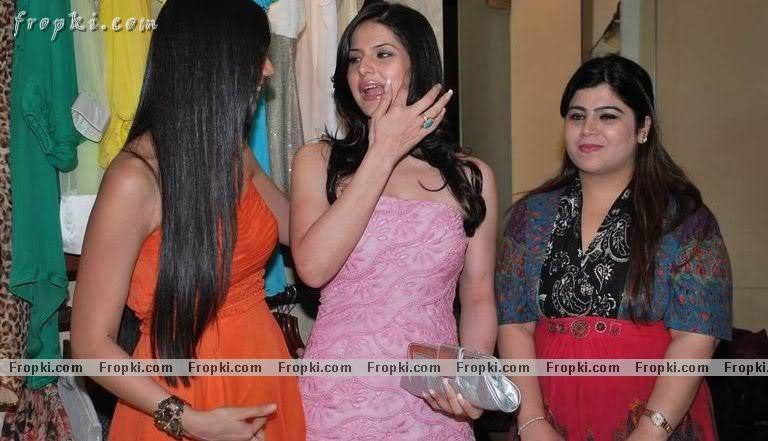 Zarine Khan - Hot Angel in pink Abv9AHZC