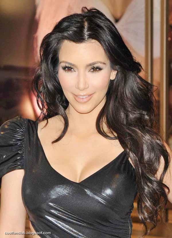 Kim Kardashian In Black Short Dress At New York Party  AcpKw4By