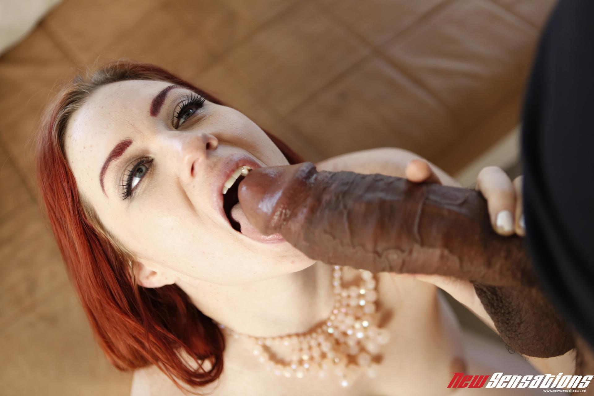 Jessica Ryan - una verga enorme para ella (interracial)