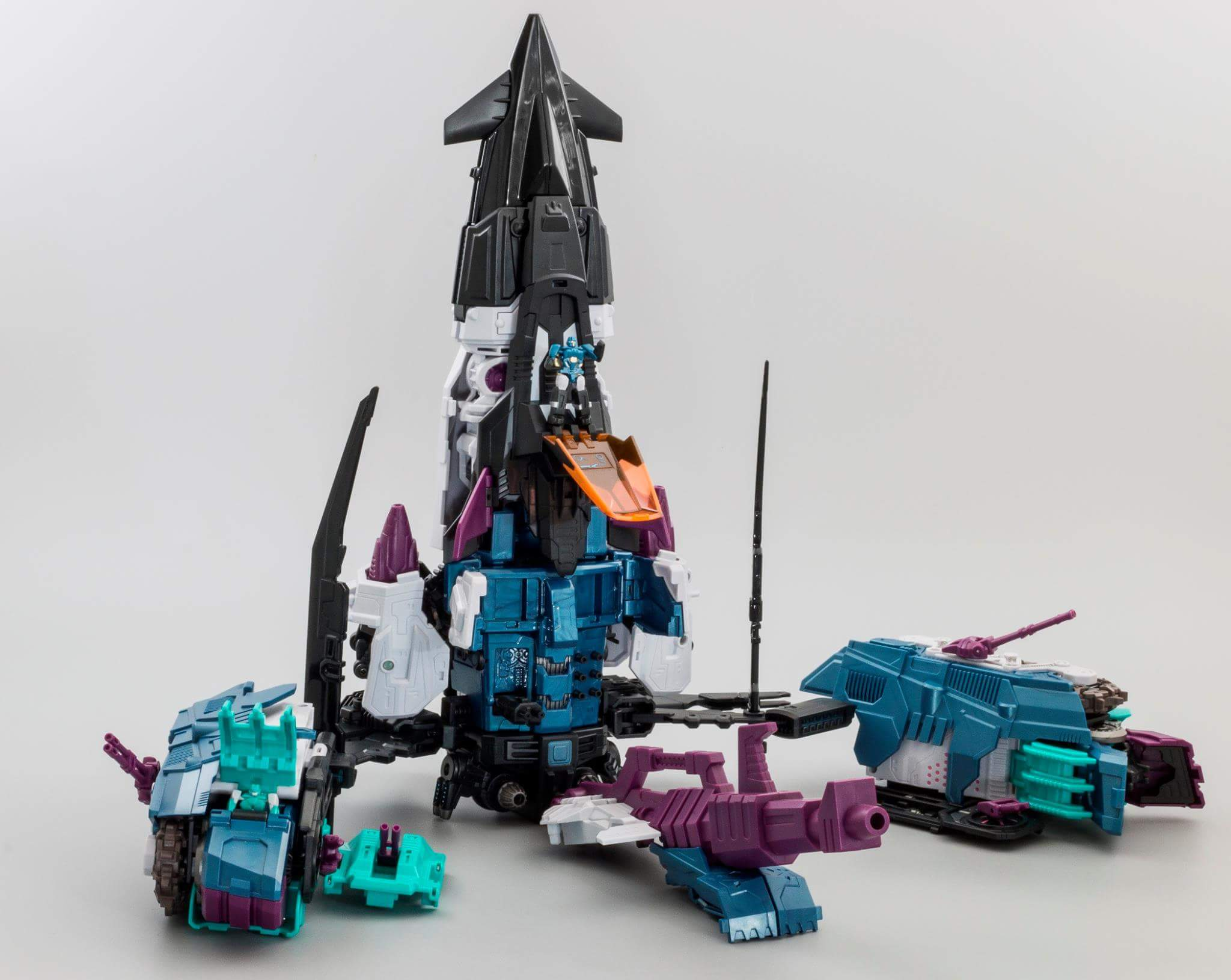 [Mastermind Creations] Produit Tiers - R-17 Carnifex - aka Overlord (TF Masterforce) - Page 3 LTKZcsRS