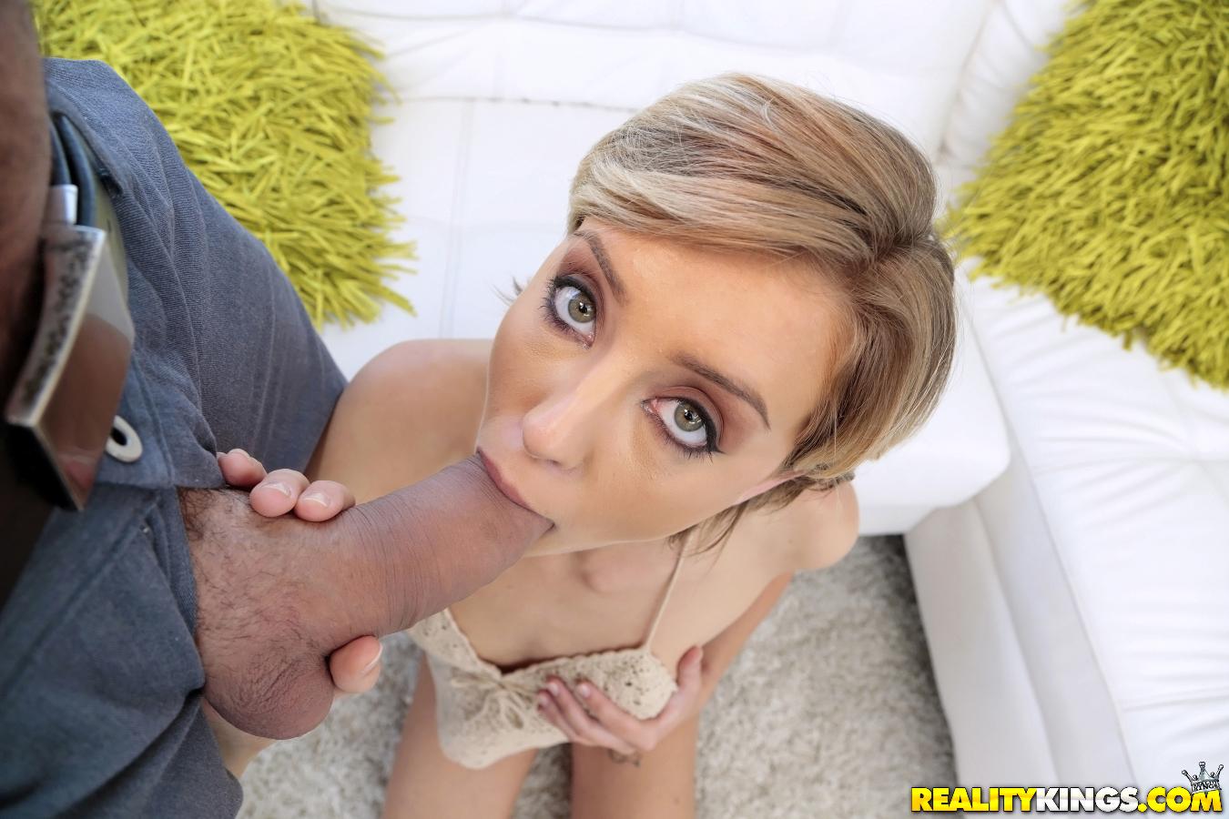 Haley Reed - una verga grande para su boca y conchita