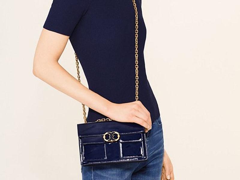 79f40ab9935 7817 TORY BURCH Gemini Link Patent Chain Shoulder Bag ROYAL NAVY