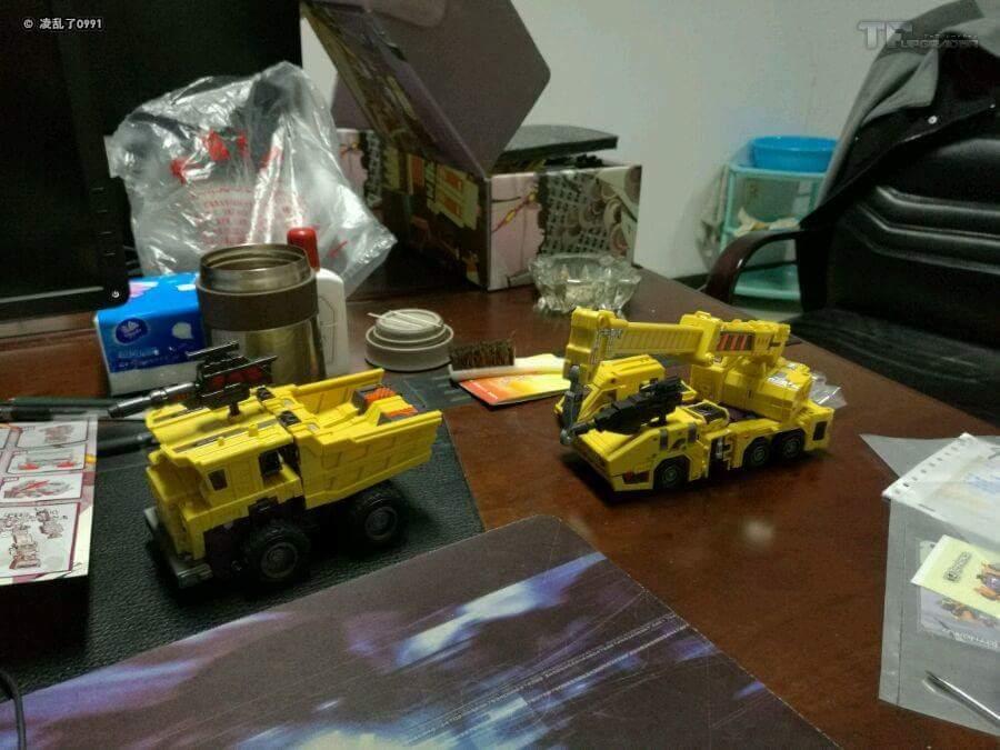 [Toyworld] Produit Tiers - Jouet TW-C Constructor aka Devastator/Dévastateur (Version vert G1 et jaune G2) - Page 8 KCBsdB3R