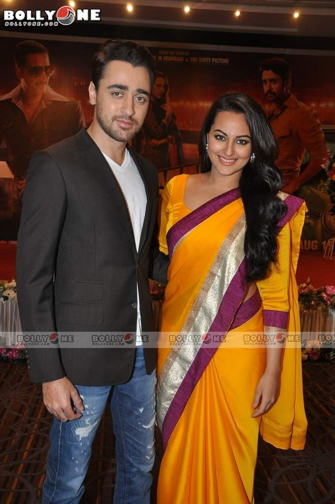 Sonakshi and Imran on the sets of CID to Promote 'Once Upon a Time in Mumbaai Dobara' 12 images.txt AcyzupVI