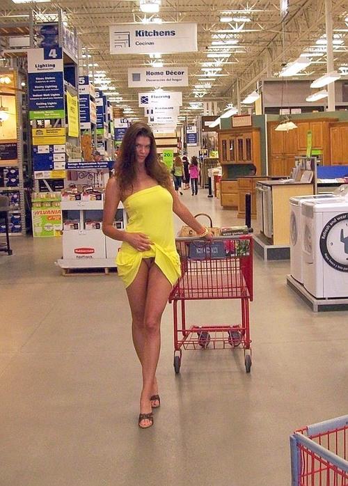 Mujer en minifalda y sin bragas - YouTube