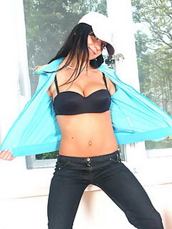La fille latino-américaine de la pucelle y compris l'élément affilié (le MONDE de XXX MONDES de la MIGNONNE COMPLET OUTDOORSEX).