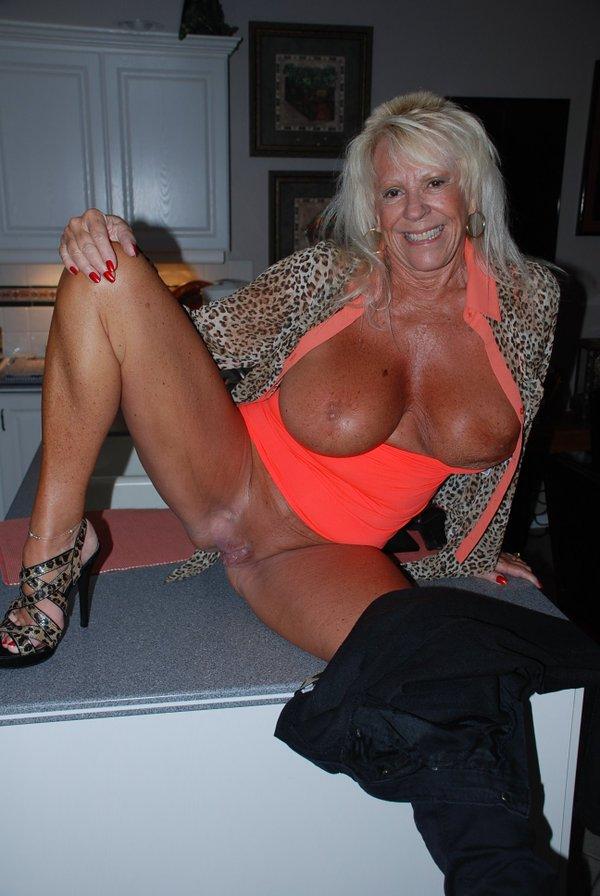 image Lorena una madura italiana que ya no cumple los 40 anos