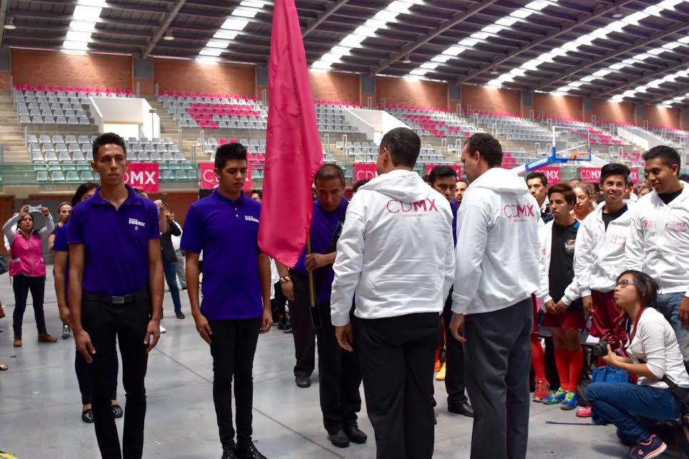 Abanderan a deportistas de la CDMX rumbo a la 4ª edición de