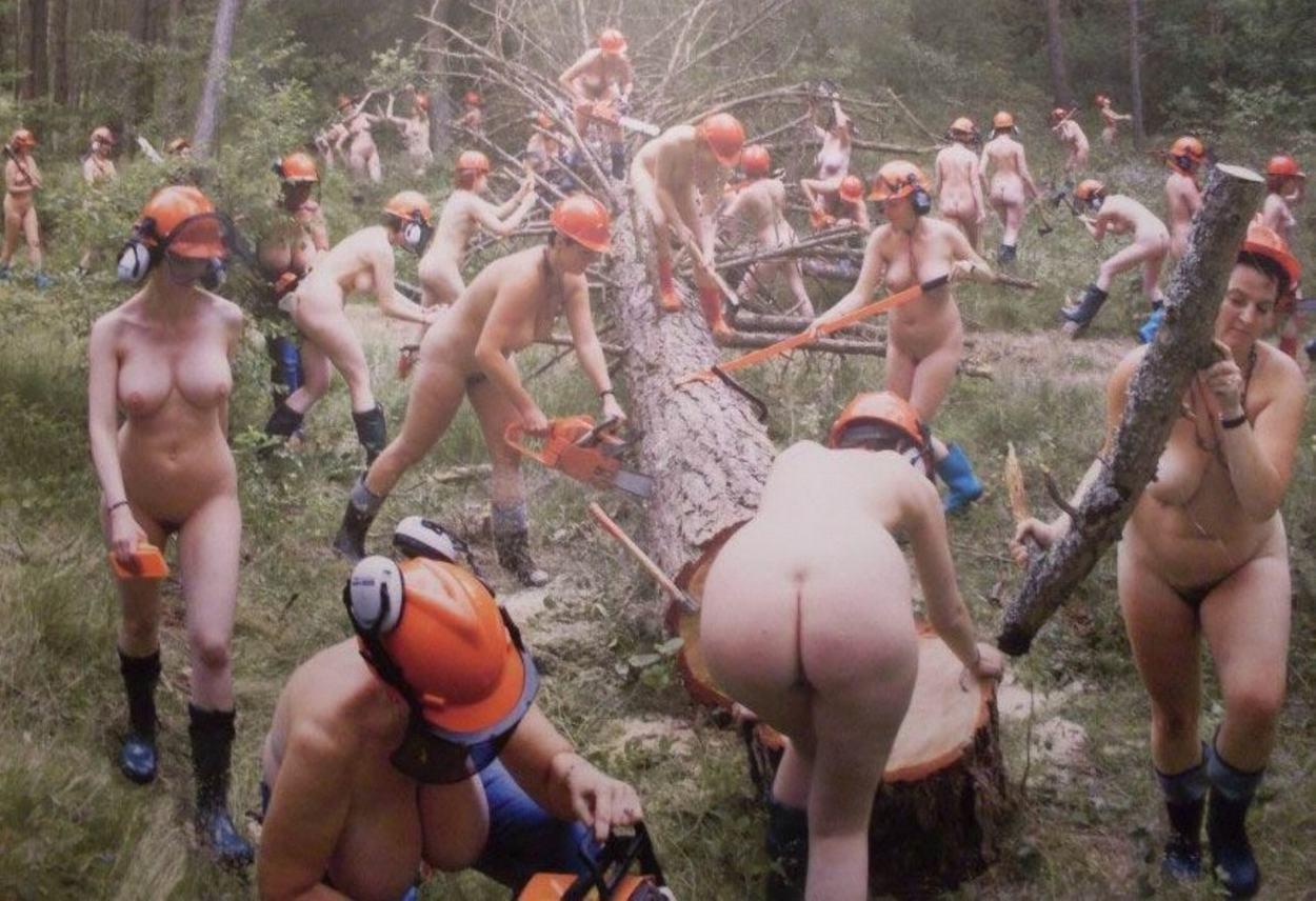 Ходят голые на работе 29 фотография