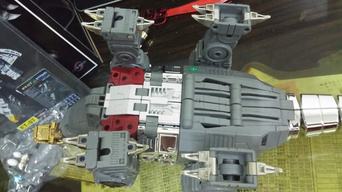 [Fanstoys] Produit Tiers - Dinobots - FT-04 Scoria, FT-05 Soar, FT-06 Sever, FT-07 Stomp, FT-08 Grinder - Page 9 ASh78Zgx