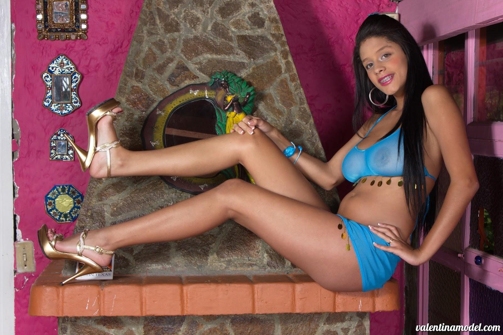 Nena sexy de colombia muestra su blanco cuerpo desnudo - 1 3