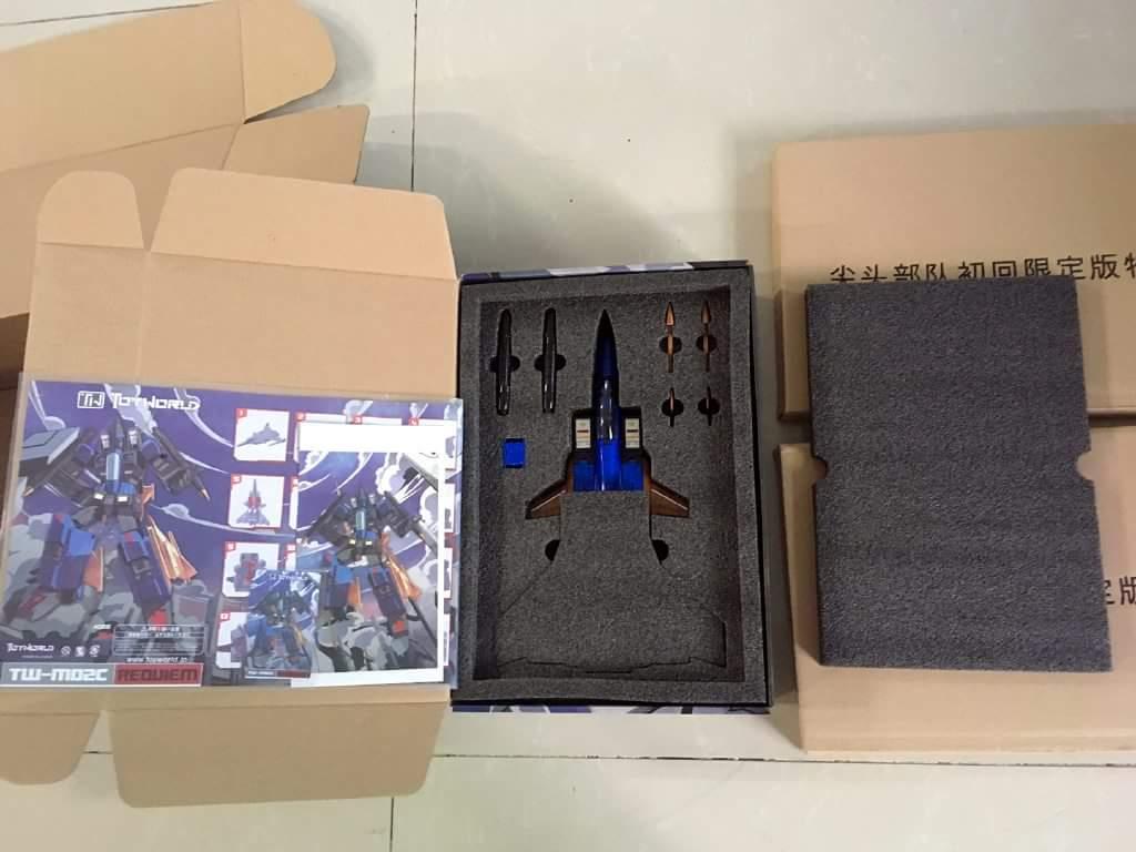 [ToyWorld] Produit Tiers - TW-M02A Combustor (Ramjet/Statoréacto), TW-M02B Assault (Thrust/Fatalo), TW-M02C Requiem (Dirge/Funébro) - Page 2 G7cdv6HP