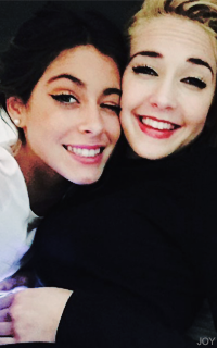 Martina Stoessel & Mercedes Lambre  OaSwE0CM