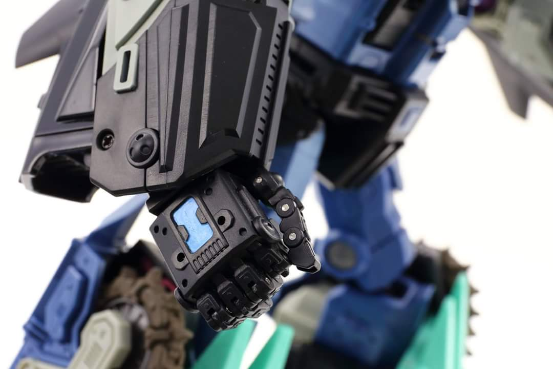 [Mastermind Creations] Produit Tiers - R-17 Carnifex - aka Overlord (TF Masterforce) - Page 3 Z8vKsrCY