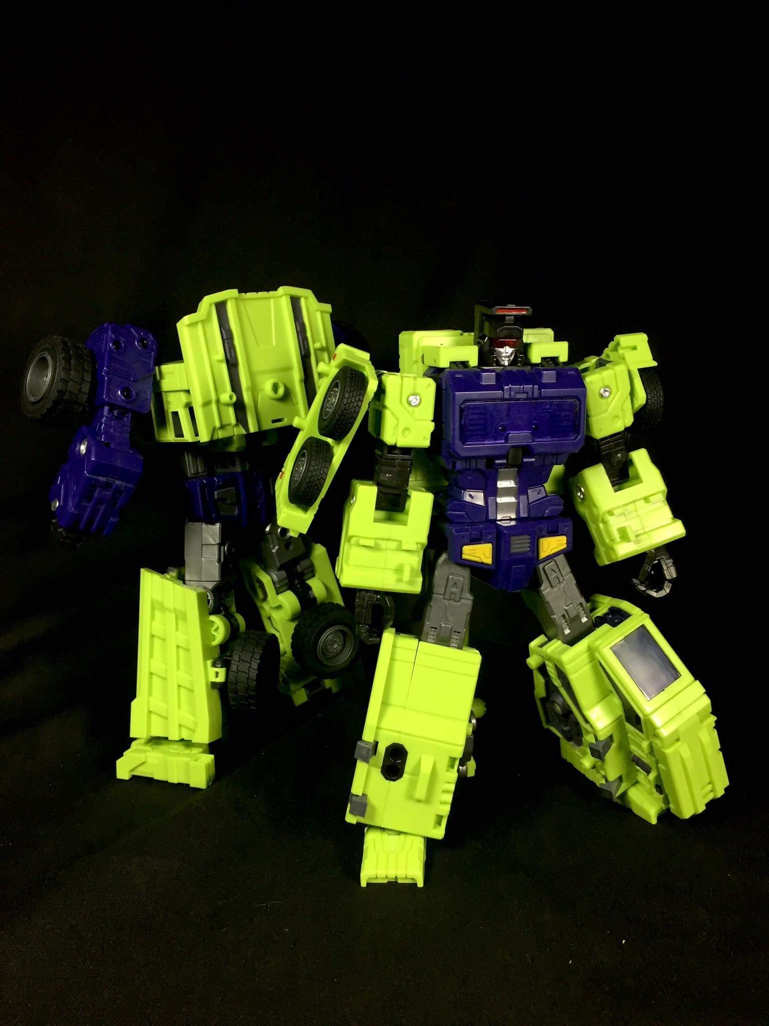 [Toyworld] Produit Tiers - Jouet TW-C Constructor aka Devastator/Dévastateur (Version vert G1 et jaune G2) - Page 7 QuQredCK