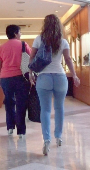 Culazo en leggings negros 2 - 2 8