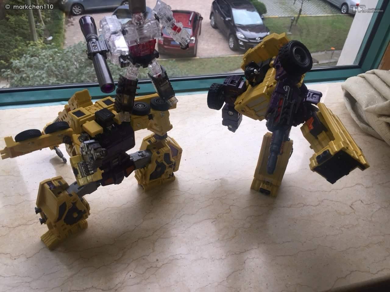 [Toyworld] Produit Tiers - Jouet TW-C Constructor aka Devastator/Dévastateur (Version vert G1 et jaune G2) - Page 8 RGDBNq7h