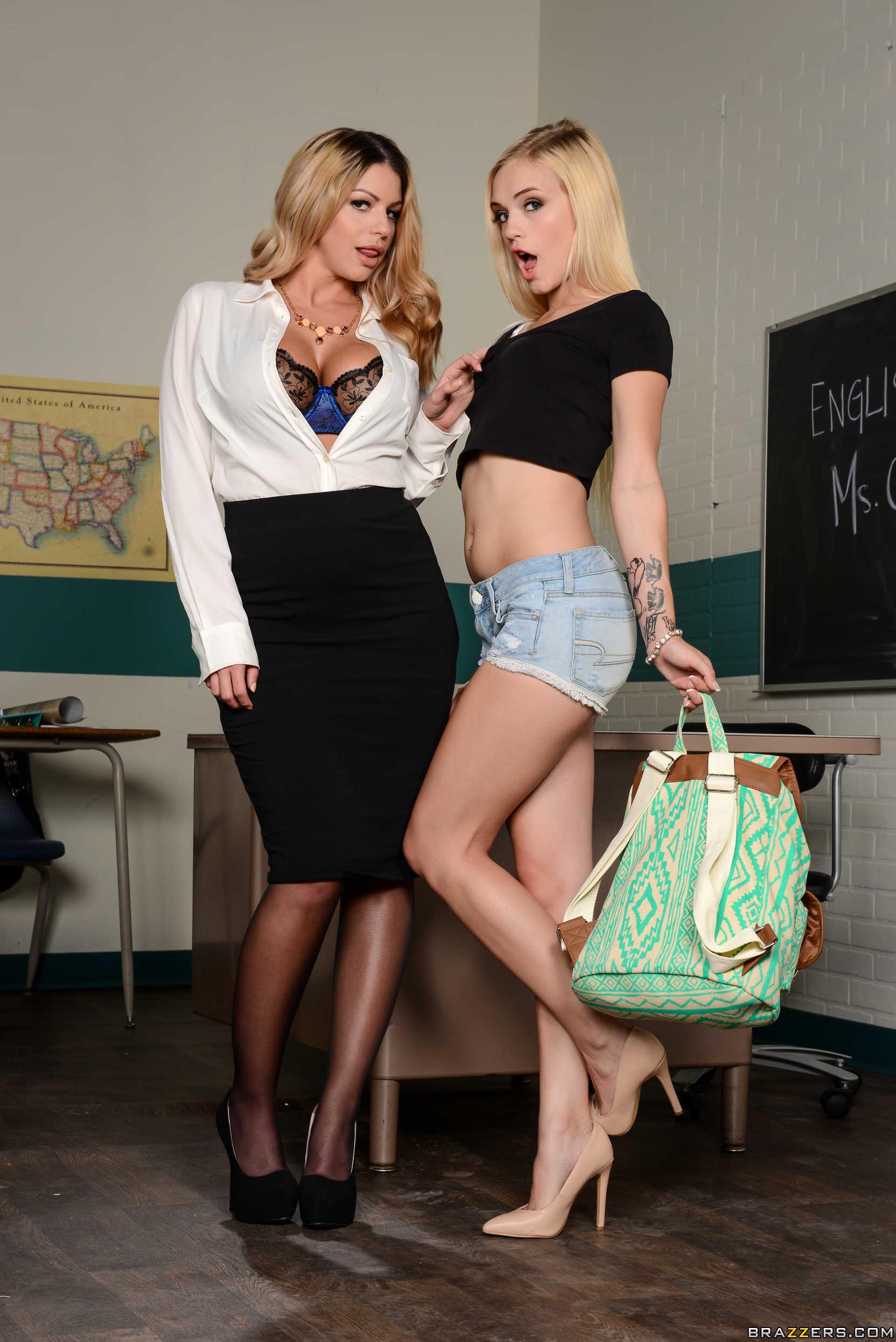 Una profesora y su alumna muestran sus conchitas juntas