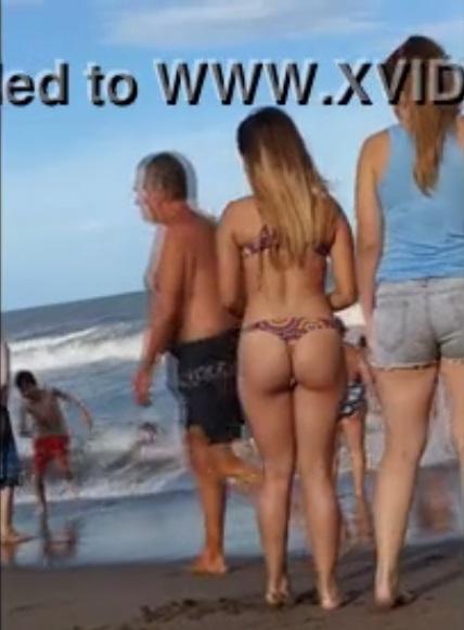 videos voyeur playa pajas femeninas