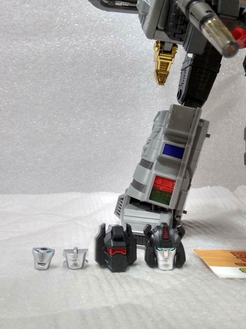 [Fanstoys] Produit Tiers - Dinobots - FT-04 Scoria, FT-05 Soar, FT-06 Sever, FT-07 Stomp, FT-08 Grinder - Page 10 PaKRJ7KA